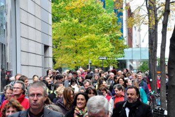 Les participants au FIESS sont descendus dans la rue. Photo: N.Falcimaigne