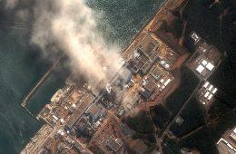 Depuis 2011, des substances radioactives sont continuellement relâchées dans l'environnement par ce qui reste de la centrale de Fukushima Daiichi. Un incident pourrait encore à tout moment déclencher une nouvelle réaction en chaîne et causer un désastre beaucoup plus grand. Photo: Satellite, 14 mars 2011